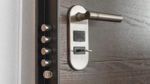 Comment mesurer et choisir une crémone de porte?